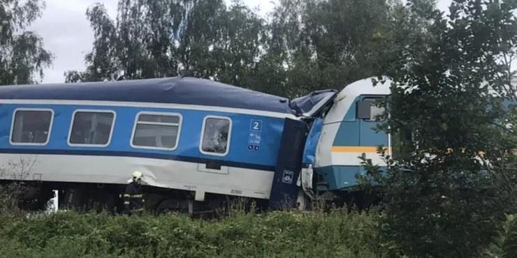 Czeskie służby wyjaśnią okoliczności wypadku. Do podobnego zderzenia pociągów doszło w Czechach w 2020 roku /Policie ČR /materiały prasowe