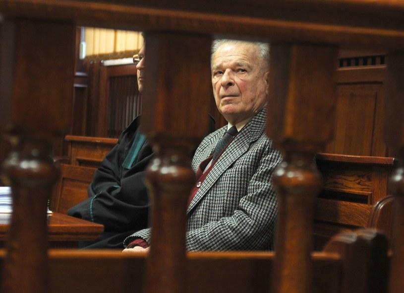 Czesław Kiszczak na sali sądowej, zdjęcie z 2012 roku /Witold Rozbicki /Reporter