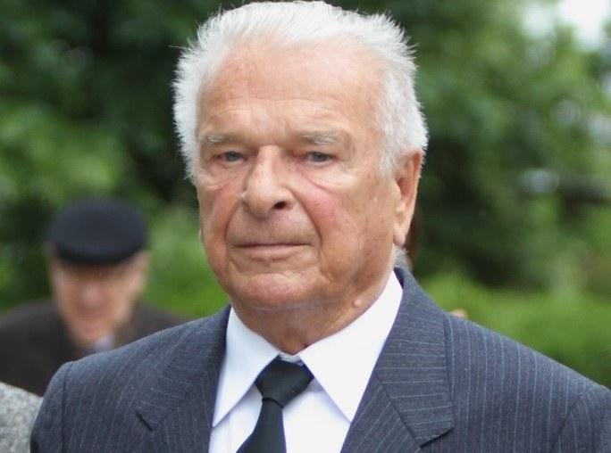 Czesław Kiszczak podczas pogrzebu Wojeciecha Jaruzelskiego /Stanisław Kowalczuk /East News