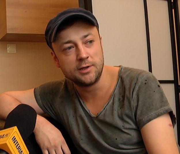 Czesław Mozil ugościł nas w swojej garderobie /INTERIA.PL
