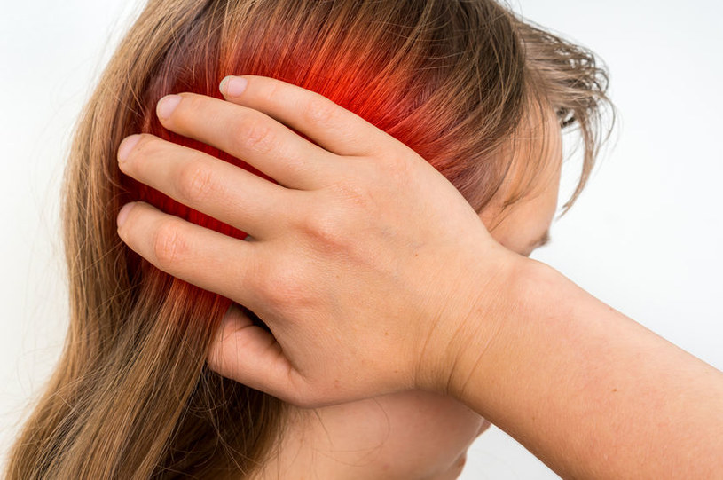 Częste infekcje ucha mogą świadczyć o PNO /123RF/PICSEL