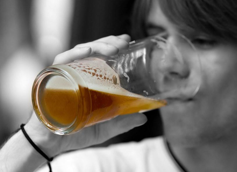 Często czuję od syna alkohol... /123RF/PICSEL