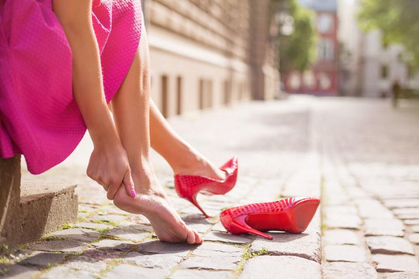 Często nosisz buty na wysokich obcasach? Grożą ci różne dolegliwości /123RF/PICSEL