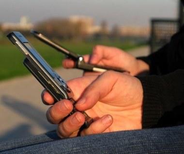 Często SMS-ujesz? Podobno grozi ci narkomania...