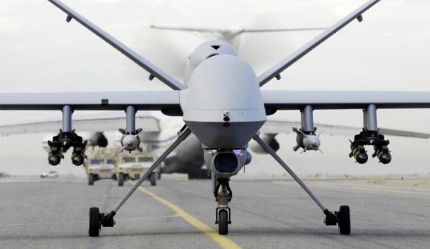 Często spotykany zestaw uzbrojenia na dronie MQ-9 Reaper: cztery rakiety Hellfire i dwie bomby kierowane ważą razem około 640 kg, a więc więcej niż dwie torpedy ZOP typu MU90 - fot. B.Ferguson/USAF /materiały prasowe