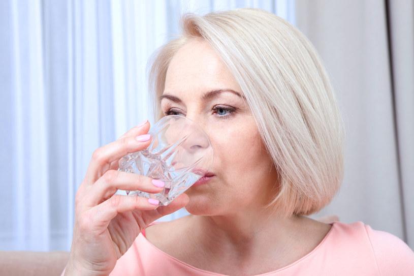 Często zapominamy o piciu odpowiedniej ilości wody każdego dnia /123RF/PICSEL