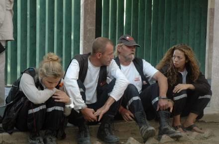 """Członkowie """"Arki Zoe"""", Eric Breteau drugi od lewej /AFP"""
