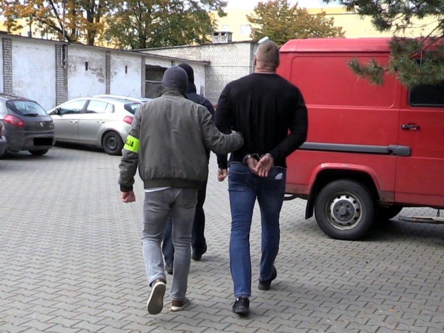 Członkowie gangu są podejrzewani o podpalenie klubu w Warszawie /Policja