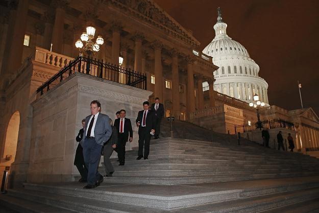 Członkowie Izby Reprezentantów po głosowaniu /AFP