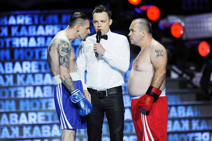 Członkowie kabaretu lubią sceniczne przebieranki /Piotr Matusewicz /East News