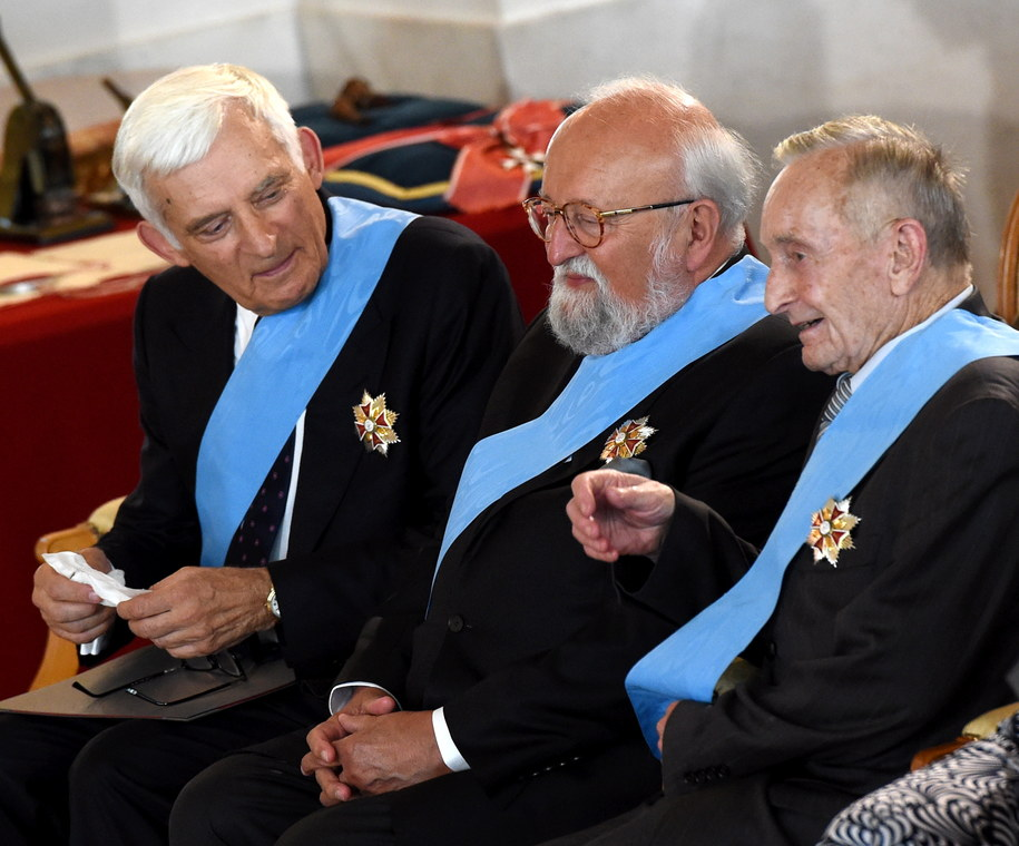 Członkowie kapituły Orła Białego - były premier Jerzy Buzek, kompozytor Krzysztof Penderecki i prof. Henryk Samsonowicz /Radek Pietruszka /PAP