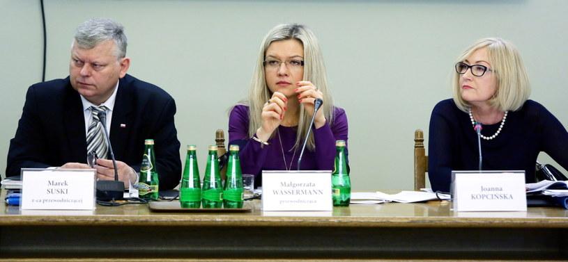 Członkowie komisji ds. Amber Gold /Tomasz Gzell /PAP