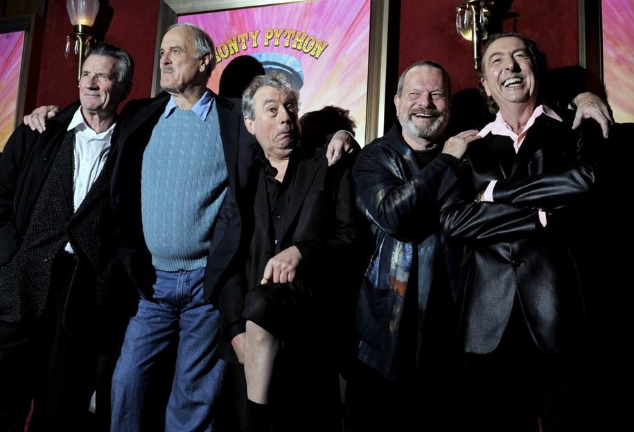 Członkowie Latającego Cyrku Monty Pythona. Od lewej Michael Palin, John Cleese, Terry Jones, Terry Gilliam i Eric Idle /Peter Foley /PAP/EPA