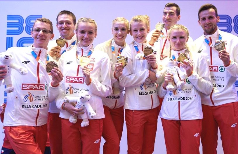 Członkowie naszych złotych sztafet (od lewej): Przemysław Waściński, Kacper Kozłowski, Justyna Święty Iga Baumgart, Patrycja Wyciszkiewicz, Rafał Omelko Małgorzata Hołub i Łukasz Krawczuk /Adam Warżawa /PAP