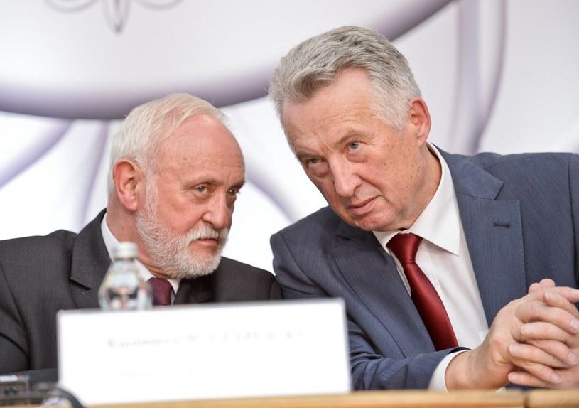 Członkowie PKW: sekretarz Kazimierz Czaplicki i przewodniczący Stefan Jaworski /Marcin Obara /PAP
