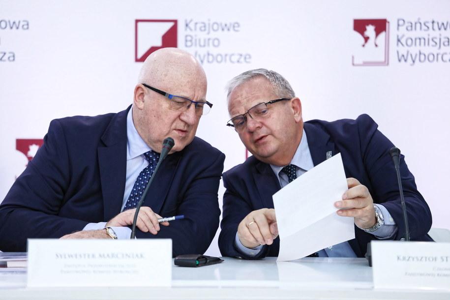 Członkowie PKW: Sylwester Marciniak, Krzysztof Strzelczyk /Tomasz Gzell   /PAP