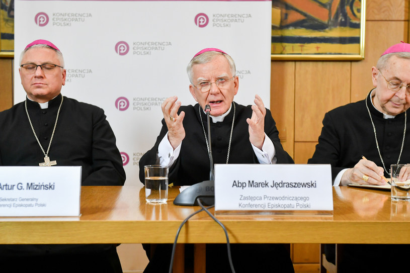 Członkowie prezydium KEP: bp Artur Miziński, abp Marek Jędraszewski i abp Stanisław Gądecki /Jacek Dominski/REPORTER /Reporter