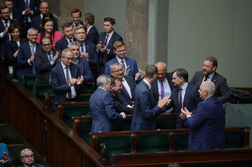 Członkowie rządu w czasie posiedzenia, na którym głodowano nad wotum nieufności wobec Mariusza Kamińskiego i Zbigniewa Ziobry. / Marcin Obara  /PAP