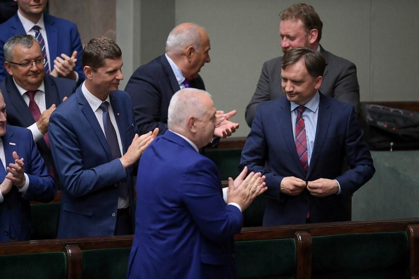 Członkowie rządu w czasie posiedzenia Sejmu, na którym głodowano nad wotum nieufności wobec Mariusza Kamińskiego i Zbigniewa Ziobry. / Marcin Obara  /PAP