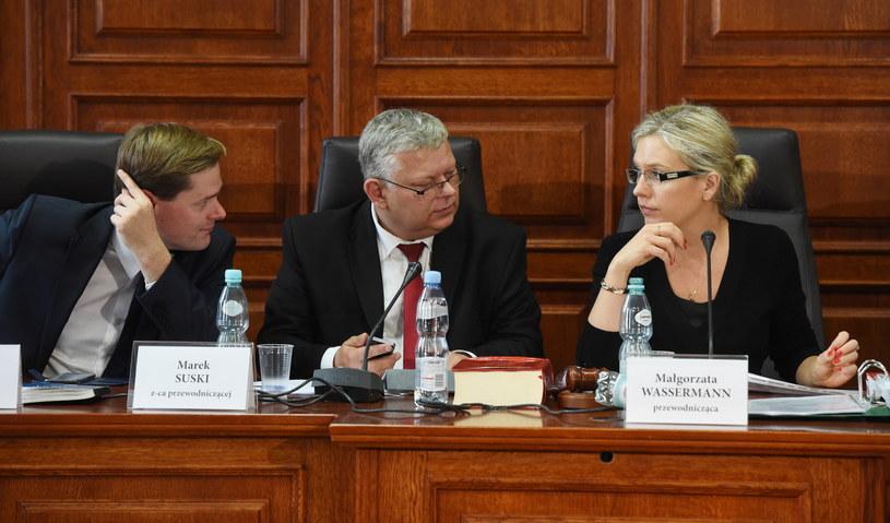 Członkowie sejmowej Komisji śledczej ds. Amber Gold (od lewej): poseł PiS Jarosław Krajewski, poseł PiS Marek Suski i przewodnicząca posłanka PiS Małgorzata Wassermann /Radek Pietruszka /PAP