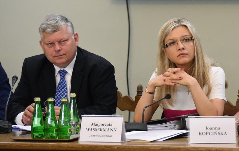 Członkowie sejmowej komisji śledczej ds. Amber Gold, poseł PiS Marek Suski (L) i przewodnicząca posłanka PiS Małgorzata Wassermann (P) /Radek Pietruszka /PAP