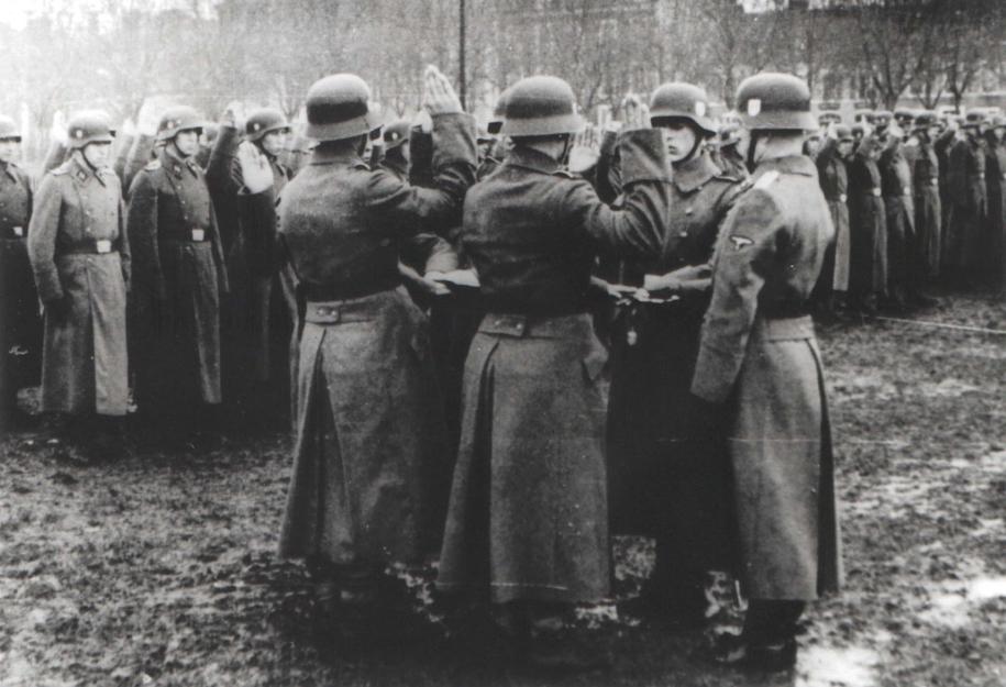 Członkowie SS Galizien składają przysięgę wierności Adolfowi Hitlerowi / Michael_Melnyk /PAP/EPA