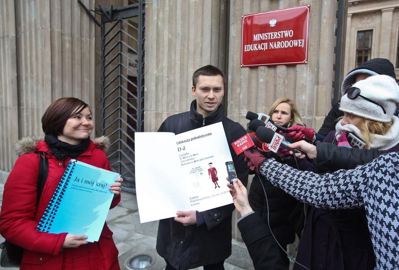Członkowie zarządu Fundacji Rzecznik Praw Rodziców Małgorzata Lusar (L) i Tomasz Elbanowski (C) /Rafał Guz /PAP