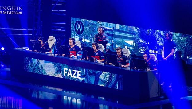 Członkowie zespołu FaZe, podczas finału 11. sezonu mistrzostw świata w grach komputerowych Intel Extreme Masters /Andrzej Grygiel /PAP
