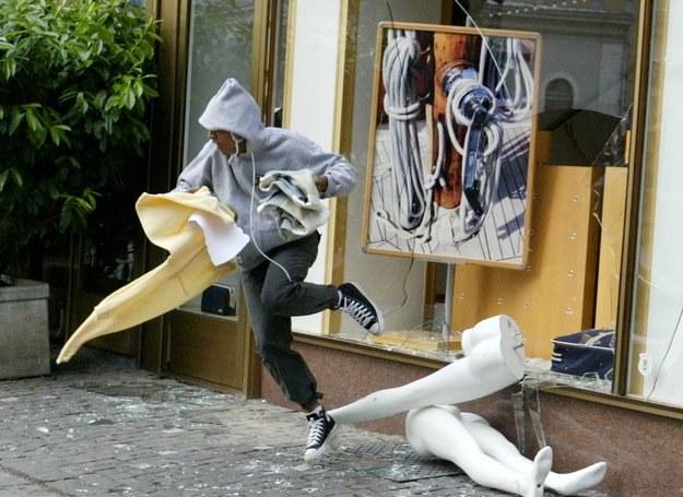 Człowiek kradnący w sklepach jest najczęściej mężczyzną, jest niemiły i aspołeczny /Getty Images/Flash Press Media