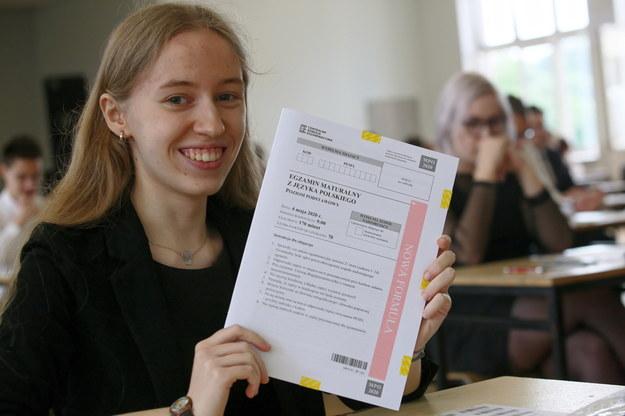 czniowie I LO im T. Kościuszki w Gorzowie Wielkopolskim przed rozpoczęciem egzaminu maturalnego / Lech Muszyński    /PAP