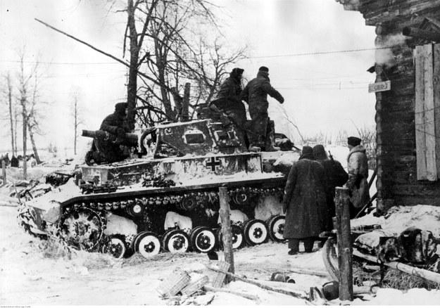 Czołg niemiecki PzKpfw IV Ausf E na froncie wschodnim /Z archiwum Narodowego Archiwum Cyfrowego