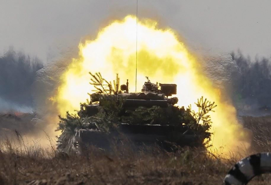 Czołg ukraińskiej armii podczas ćwiczeń /SERGEY DOLZHENKO /PAP/EPA