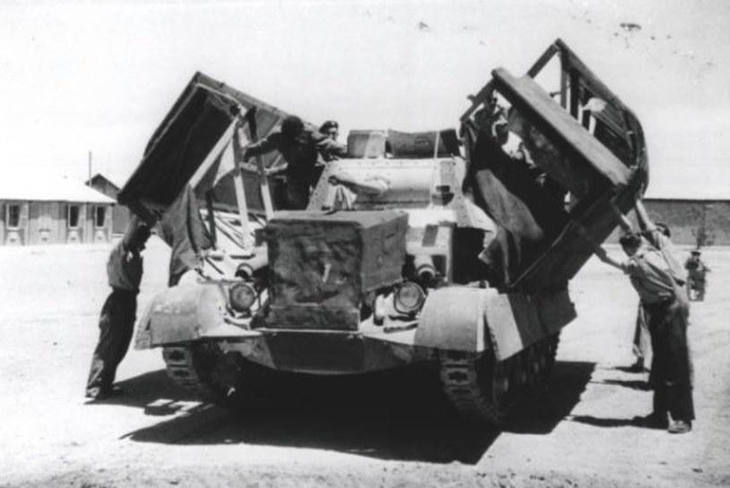 Czołg zamienia się w ciężarówkę. W ten sposób ukryto przed oddziałami Rommla prawdziwy cel uderzenia /Wikimedia Commons /INTERIA.PL/materiały prasowe