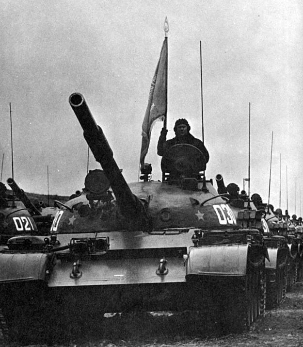 Czołgi jednej z dywizji pancernej Armii Czerwonej /Polska Zbrojna