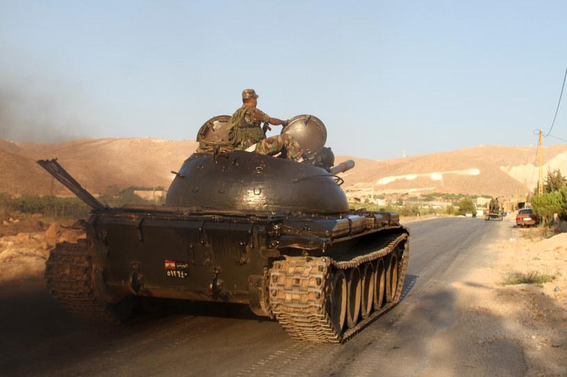 Czołgi libańskie przy granicy z Syrią mieście Arsal. /AFP