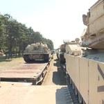 Czołgi M1 Abrams i wozy opancerzone Bradley. Amerykański kontyngent dotarł do Polski