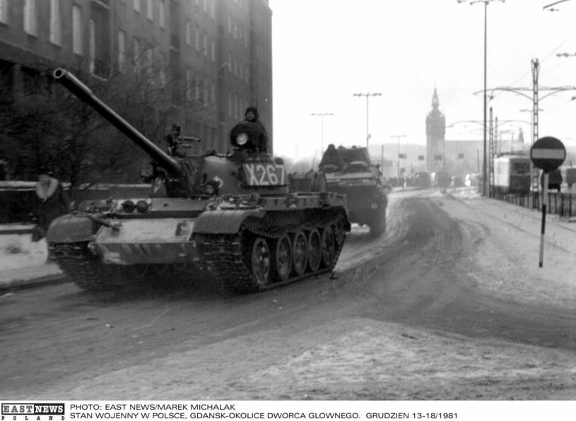 Czołgi na ulicach Gdańska w grudniu 1981 roku /Marek Michalak /East News