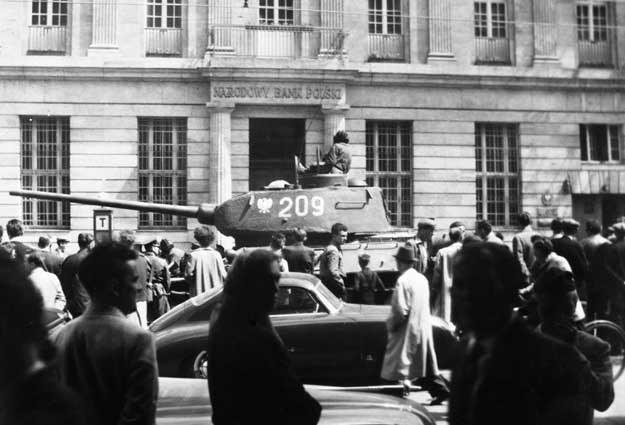Czołgi na ulicach Poznania w 1956 roku /Agencja FORUM