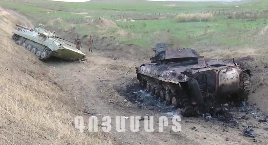 Czołgi zniszczone w trakcie starć /NKR DEFENSE ARMY /PAP/EPA