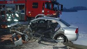 Czołowe zderzenie w Strzelcach Opolskich. Trzy osoby trafiły do szpitala