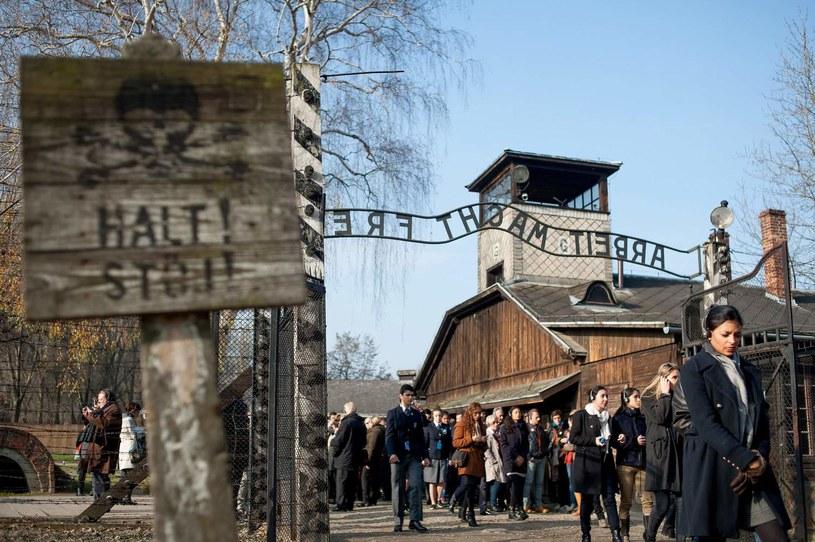 Czterech z dziesięciu uczniów nic nie wie o KL Auschwitz /AFP