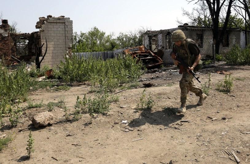 Czterech żołnierzy ukraińskich zginęło, a kilkunastu zostało rannych, w ciągu ostatniej doby w obwodzie donieckim i ługańskim na wschodzie Ukrainy. /ANATOLII STEPANOV /AFP