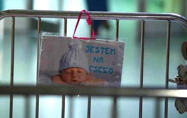 Czteroletnia Lenka wybudziła się już po operacji w Centrum Zdrowia Dziecka/fot. Tomasz Gzell /PAP