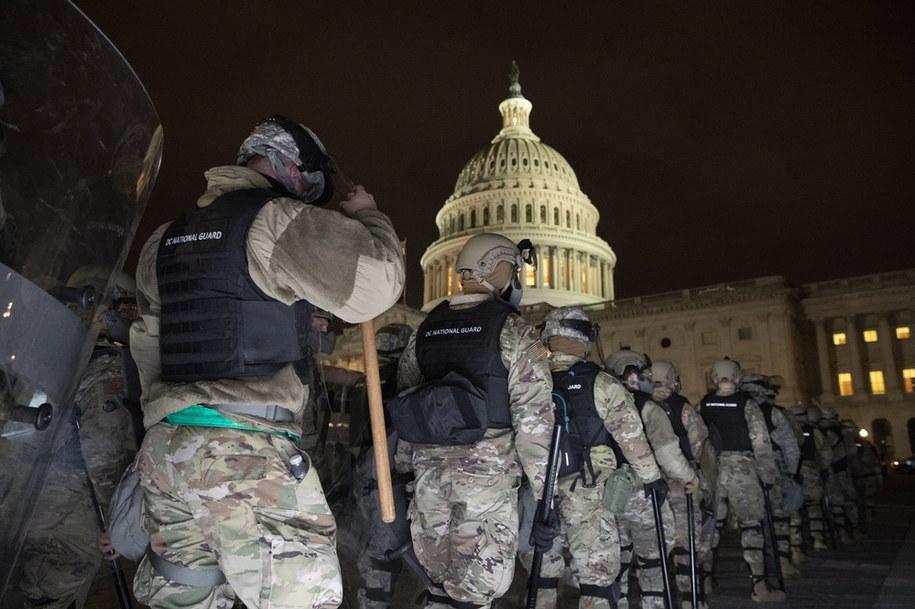 Cztery osoby zmarły w trakcie zamieszek w Waszyngtonie /MICHAEL REYNOLDS    /PAP/EPA