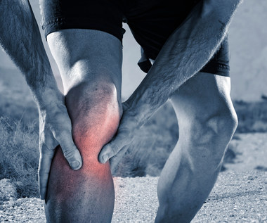 Cztery sposoby na opuchnięte kolana