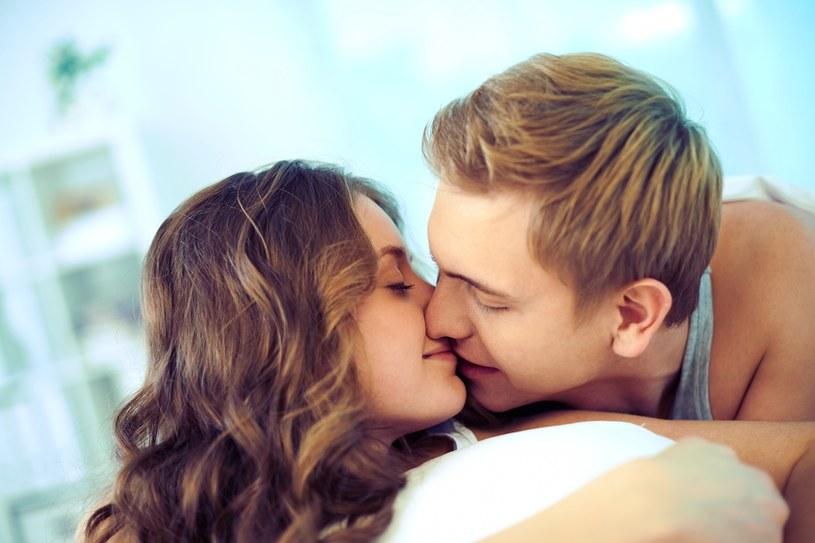 Czułości zwiększają poziom oksytocyny /123RF/PICSEL