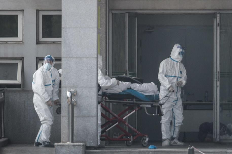 Czwarta osoba w Chinach zmarła z powodu nowego wirusa – epidemia wybuchła tuż przed końcem roku w miejscowości Wuhan /STRINGER /PAP/EPA