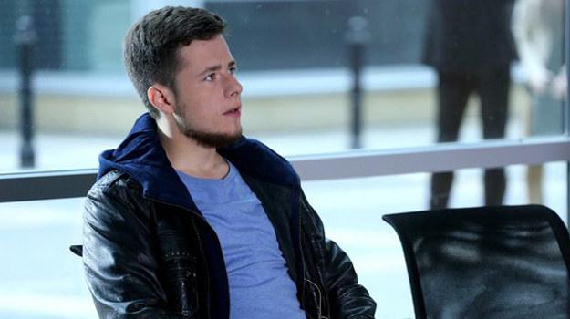 Czy Adam zgodzi się pomóc Wojciechowskiemu - i nakłoni ojca, by zapomniał o zemście? /www.mjakmilosc.tvp.pl/
