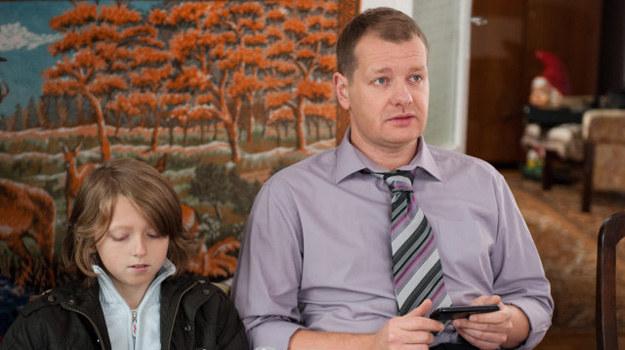 Czy Arek znów skrzywdzi syna? /TVN