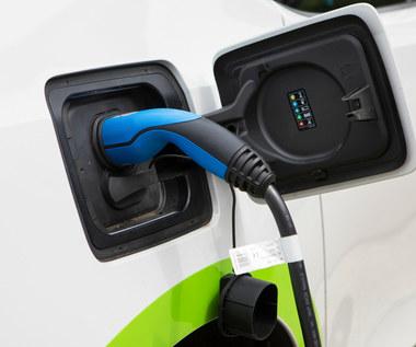 Czy auto na prąd ma sens? Tak, jeśli potanieje i będziemy nim jeździć 20 lat!